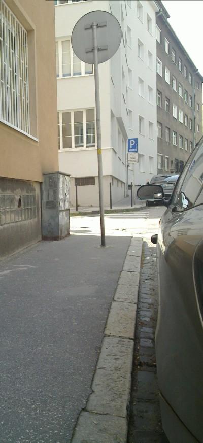značky na chodníkoch, už nikdy viac